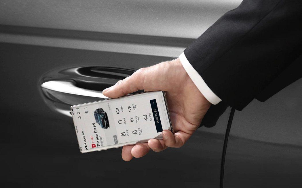 小改款Kia K9不僅可使用Digitial Key數位鑰匙功能,還可藉由Rem...