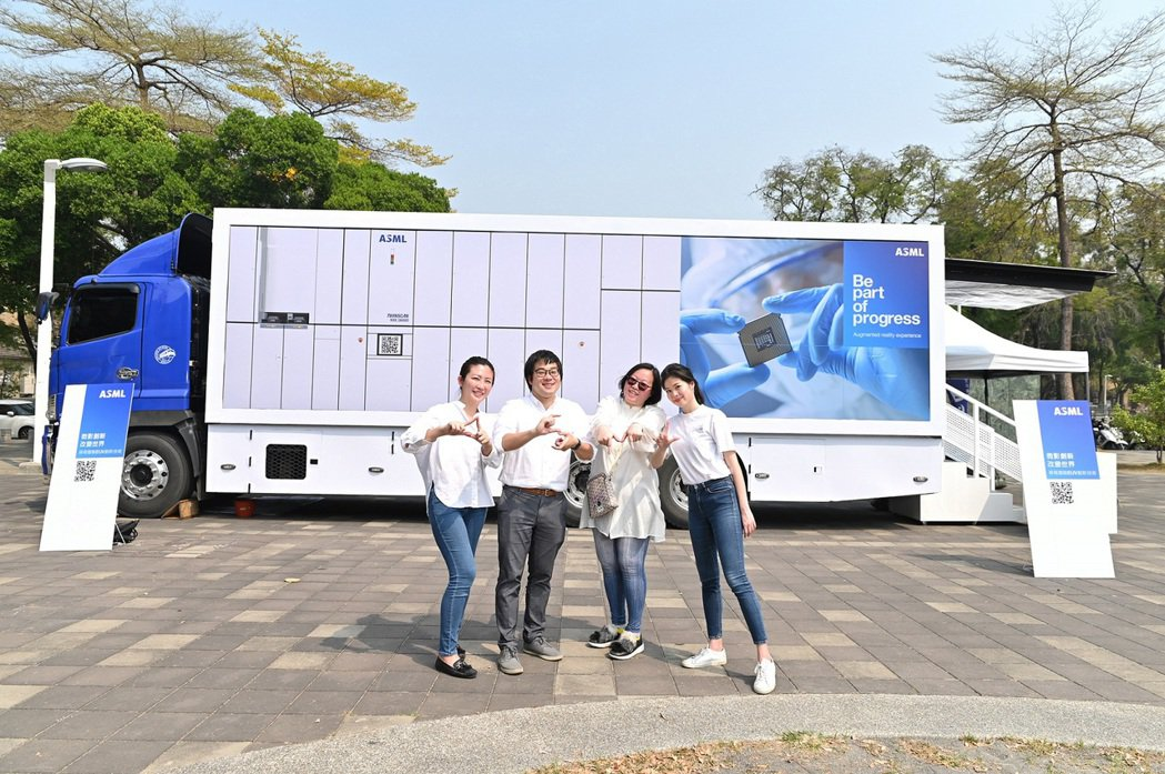 霍夫曼公關與半導體設備大廠 ASML 一同打造的「ASML 創新體驗車」,榮獲「...