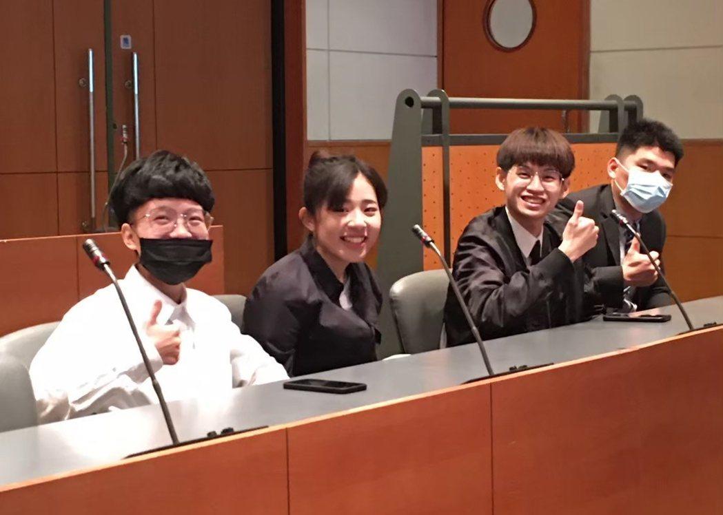 弘光醫工系4位學生3D生醫列印技術專題研究獲全國第一名。 弘光科大/提供。