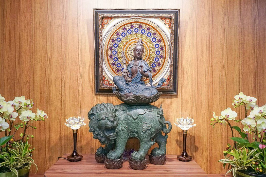 妙熙法師訂製能量壁畫作為文殊菩薩的生日賀禮。地明能量藝術/提供