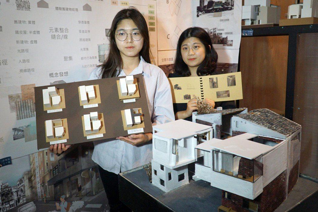 大葉大學空設系王千瑀(右)、許雅涵(左)等同學都考取室內裝修乙級證照。 大葉大學...