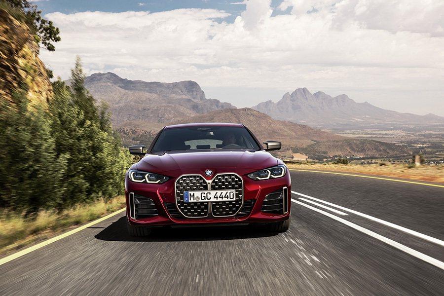 全新BMW 4系列Gran Coupé四門跑車引擎蓋與葉子板部分特別使用上鋁合金...
