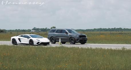 影/媽媽的Dodge七人座休旅竟能秒殺Lamborghini超跑!