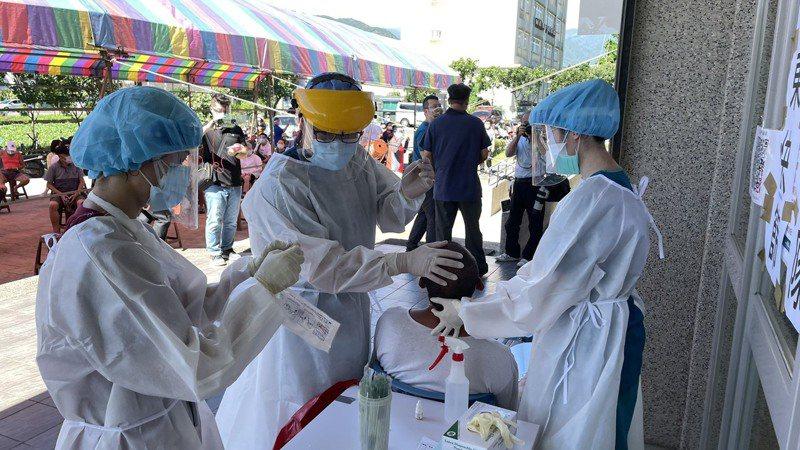 亞東醫院醫師上網路節目親曝這段時間守在最前線的狀態,最大願望希望民眾不要歧視跟惡意對待就好。圖/亞東醫院提供
