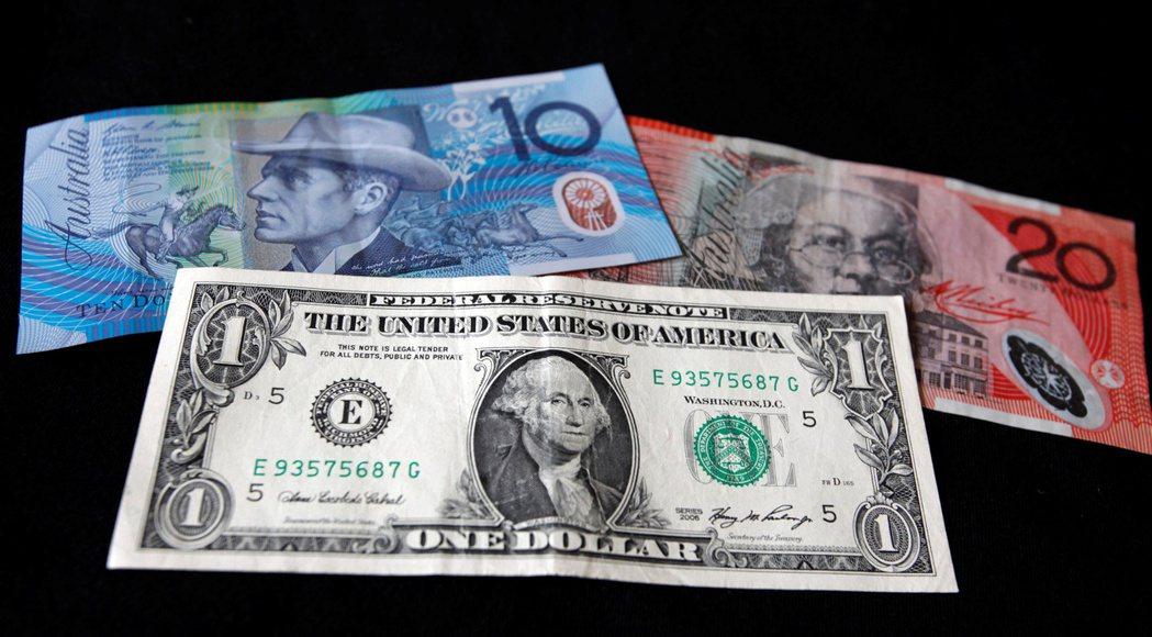 澳幣跌0.7%,至0.75545美元,為4月1日以來的最低價位。路透
