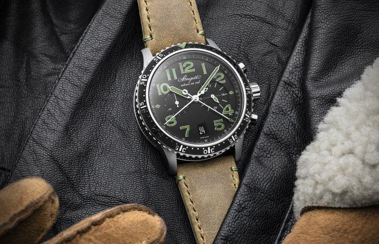 特殊的綠色或橘色指針時標,為古典的飛行計時碼表與寶璣,注入全新年輕氣息。圖 / ...