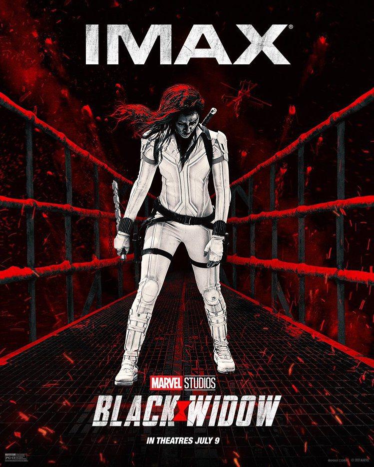 「黑寡婦」有IMAX版本,特別推出不同的海報。圖/摘自twitter