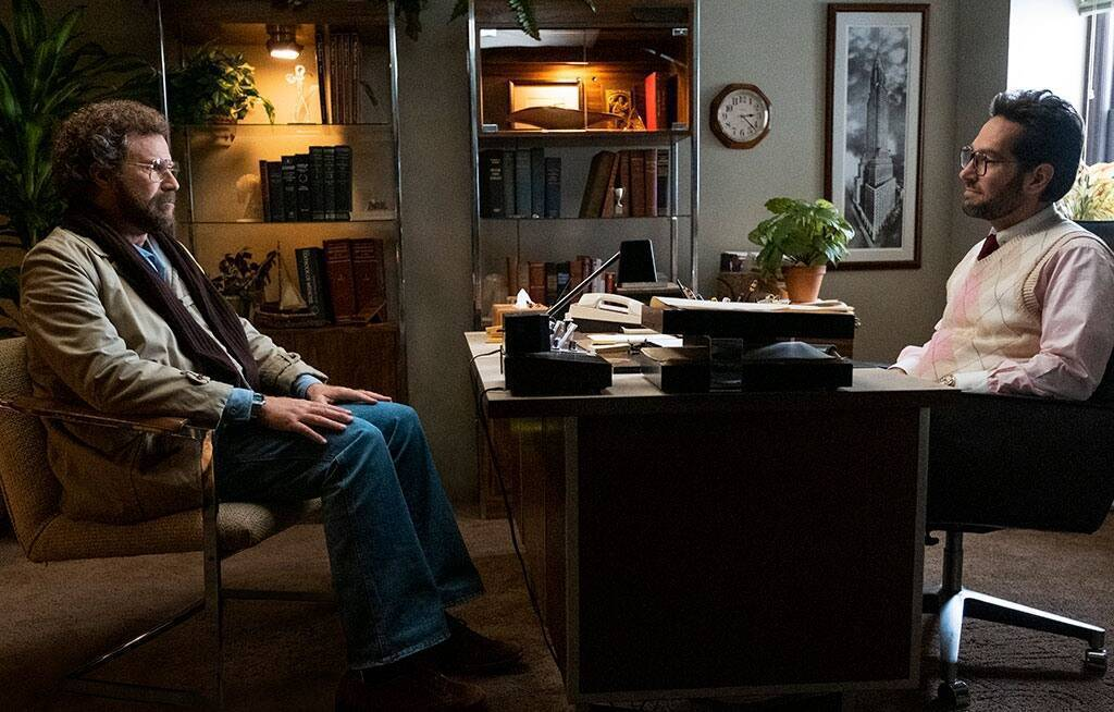 保羅路德和威爾法洛演出「隔壁的心理醫生」。圖/Apple TV +提供