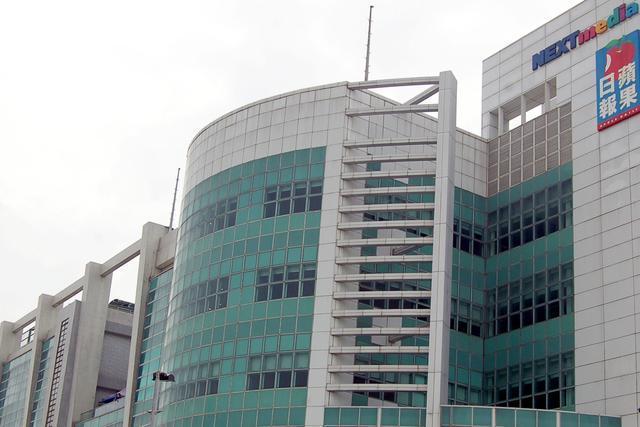 香港「蘋果日報」18日如常出版,報社照常運作,早上員工正常上班。(圖/取自新浪網...