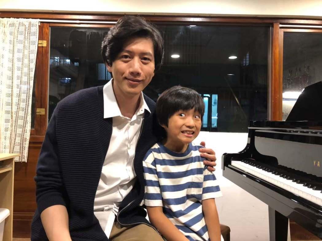 白潤音(右)去年與莫子儀合作電影「親愛的房客」。圖/摘自臉書