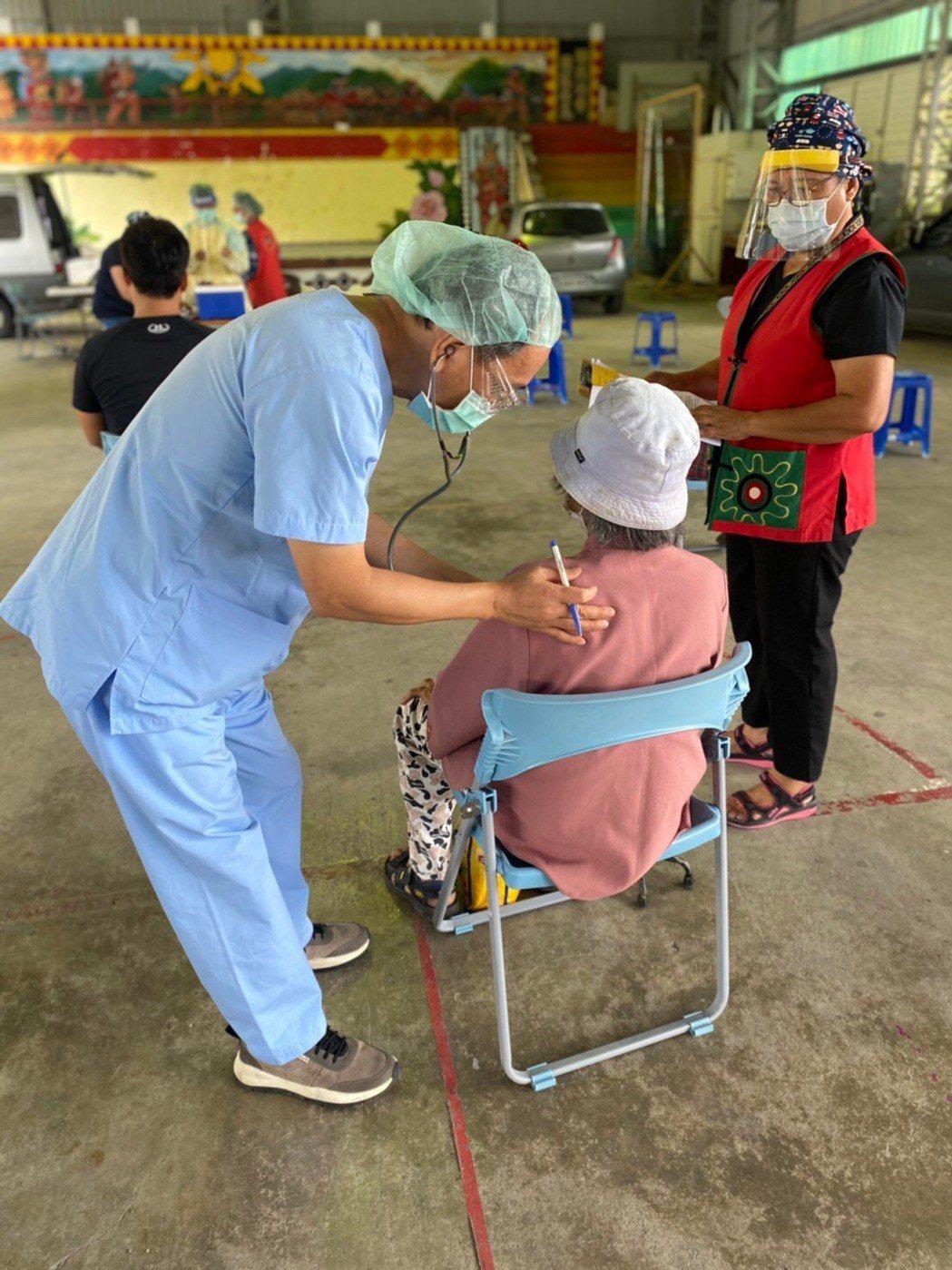 屏東縣今天連續11天無新增確診病例,同時啟動第二階段疫苗接種作業,以80至84歲...