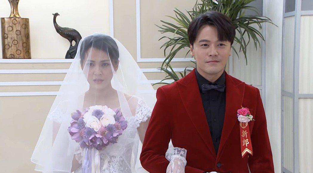 黃文星(右)、蘇晏霈在「多情城市」中再結一次婚。圖/摘自youtube