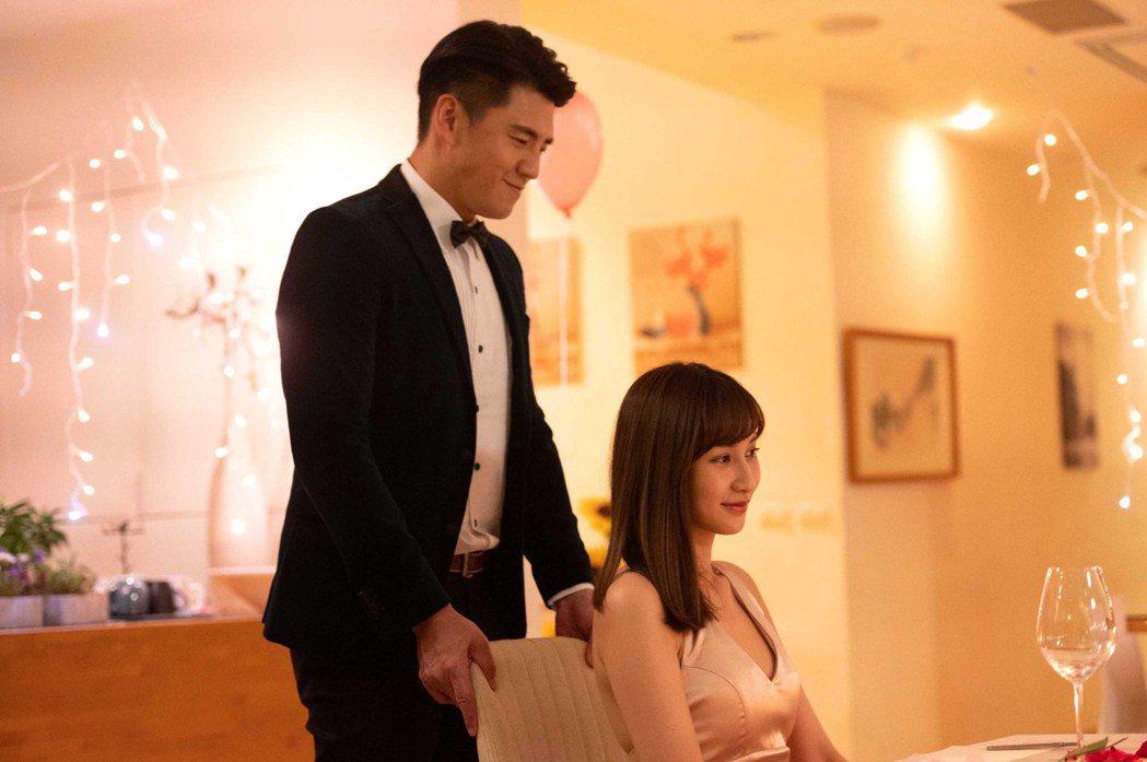 鄭亞(左)與阿布演情侶。圖/TVBS提供