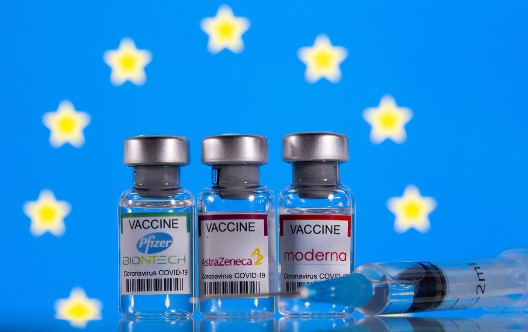 加拿大建議,首劑打AZ新冠疫苗者,第二劑可換打輝瑞或莫德納疫苗,效果更好。(路透...