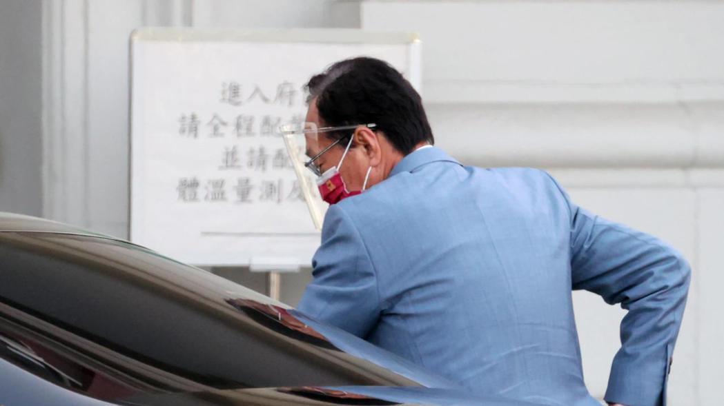 永齡基金會創辦人郭台銘(圖)上午發出八點聲明,要求授權永齡基金會代表政府採購由上...