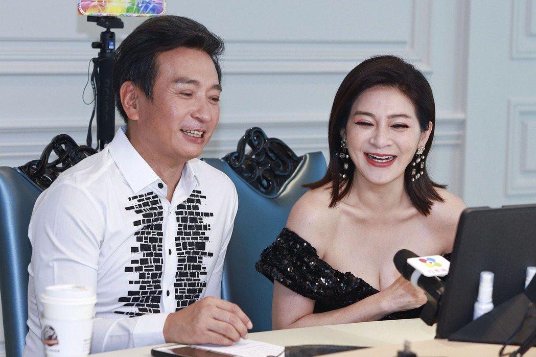 王中平(左)和王彩樺參加視訊記者會,講到拍戲過程樂不可支。圖/民視提供