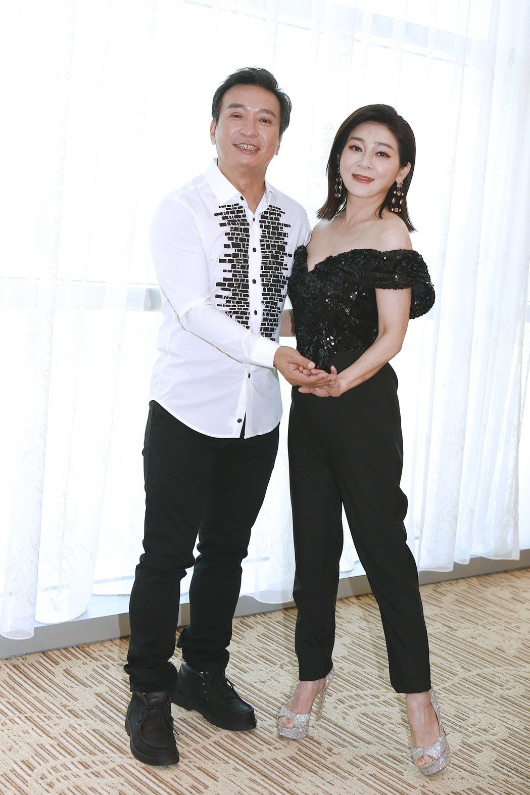 民視八點檔新戲「黃金歲月」中王中平(左)和王彩樺有很多爆笑演出。圖/民視提供