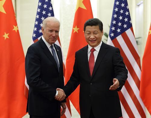 2013年底時任美國副總統拜登在北京人民大會堂與大陸國家主席習近平登舉行會談。新華社資料照