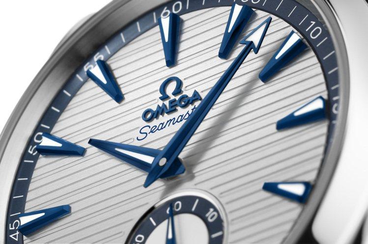 經典的闊箭指針,是海馬Aqua Terra腕表的招牌DNA。圖 / OMEGA提...
