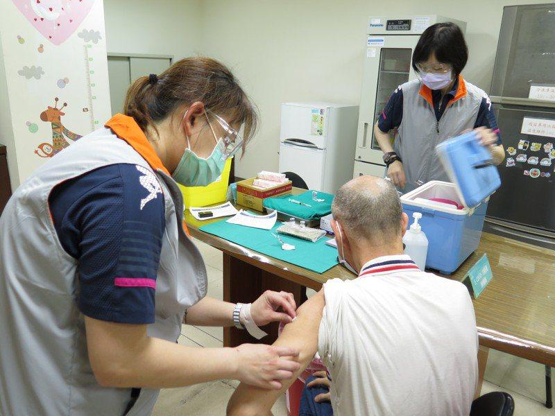 醫護人員站在防疫第一線,有護理師希望竹市擬定相關隔離、染疫補償辦法,圖非當事人。聯合報系資料照片