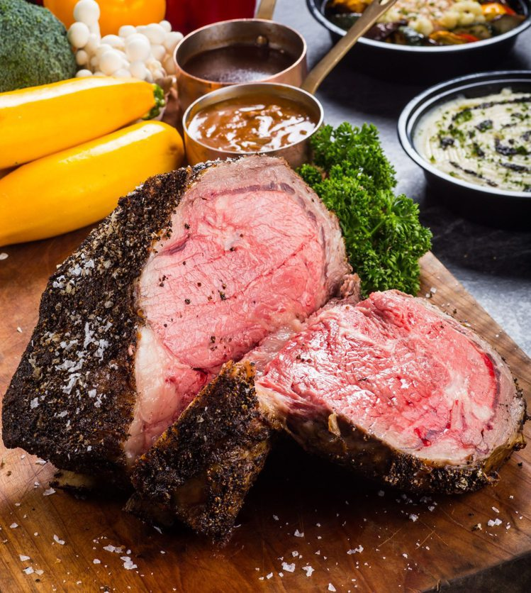 晶華美食到你家續推「雙人份厚切爐烤肋眼牛排套餐」。圖/台北晶華提供