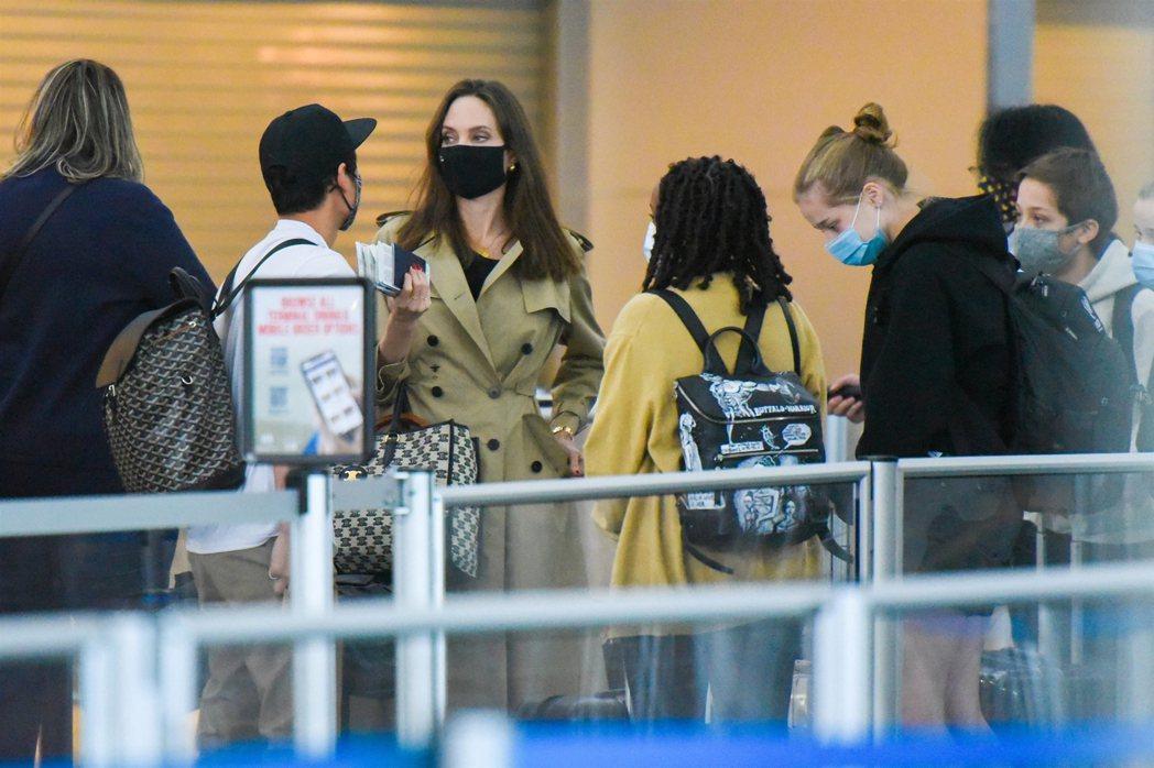 安琪莉娜裘莉帶著孩子們到紐約旅遊,擺脫監護權官司失利的陰霾。圖/視覺中國