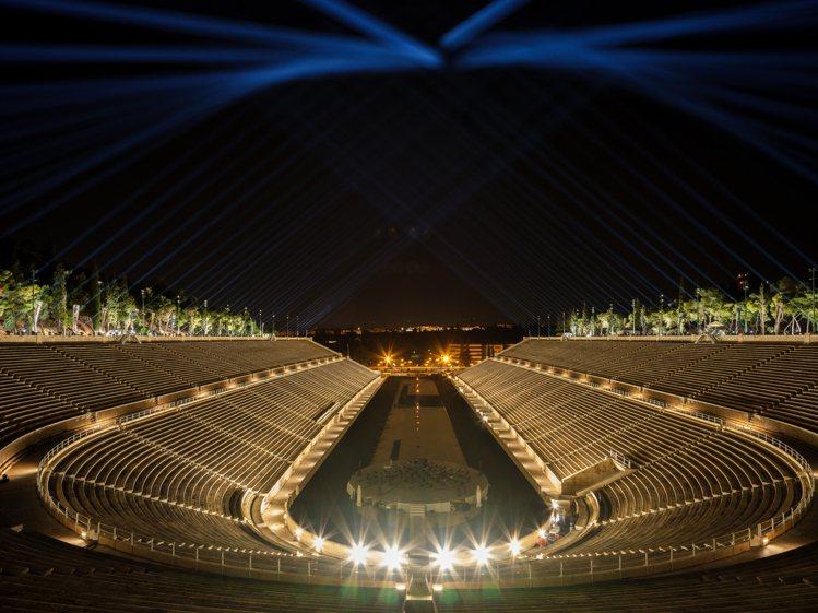 DIOR於雅典的帕那辛奈克體育場發表2022早春度假時裝系列。圖/DIOR提供