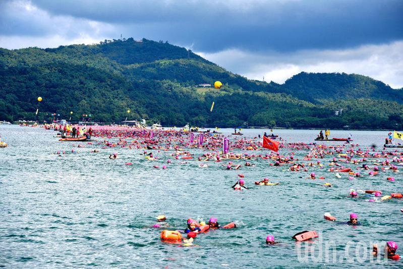 圖為日月潭萬人泳渡活動。本報系資料照片