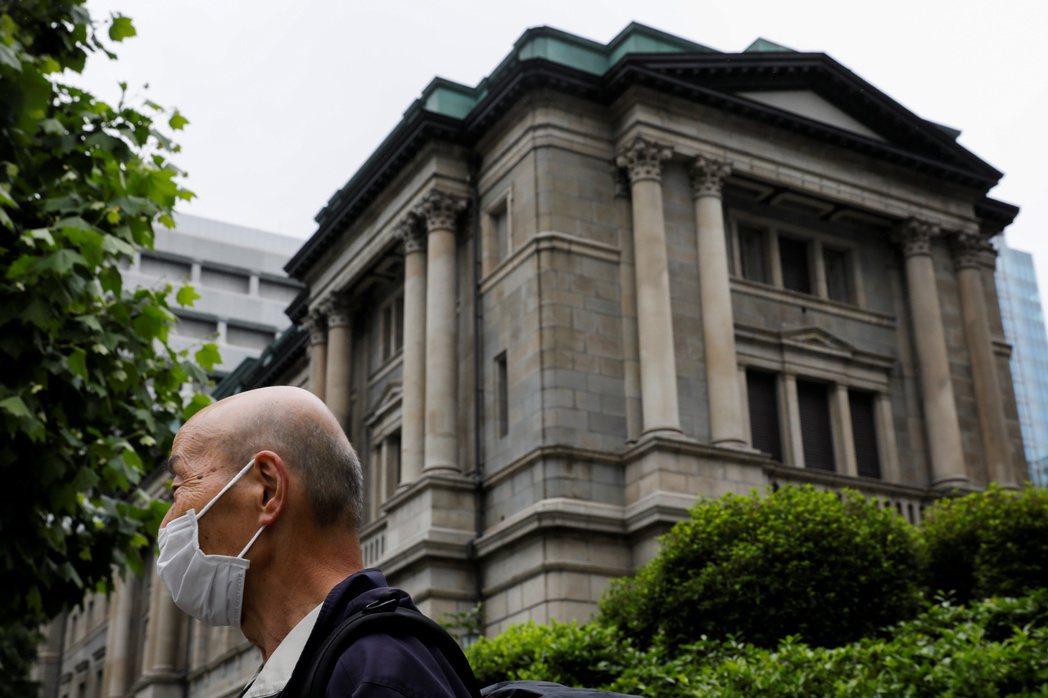 日本銀行維持利率不變、延長疫情紓困計畫,並出人意料宣布一套資助抗氣候變遷的計畫。...