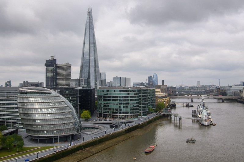 每日郵報指英國政府正考慮賦予辦公室員工在家工作的「默認」權,外界擔心可能阻礙城鎮與市中心恢復正常。圖為英國首都倫敦5月17日街景。路透/PA Images