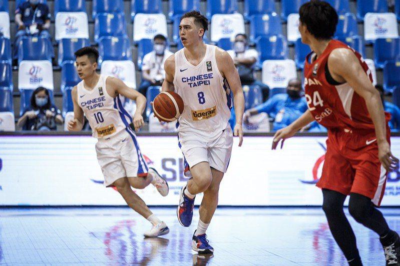 中華隊下半場因體能下滑讓日本隊拉開差距,最終以61:98苦吞2連敗。 擷圖自FIBA ASIA