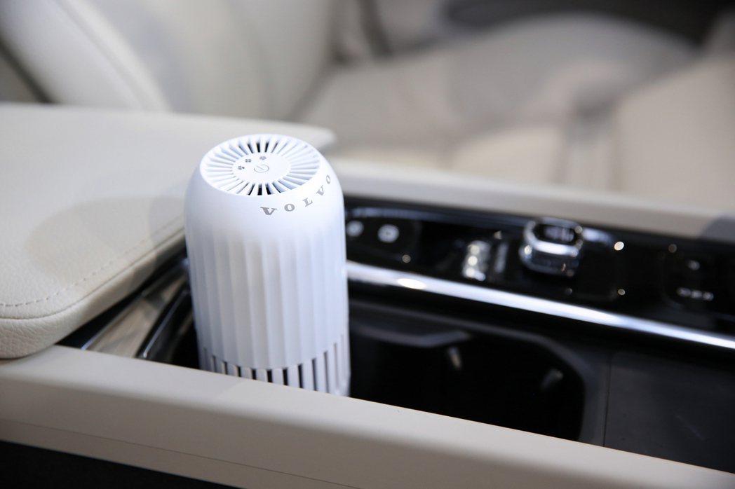 所有試乘車、展示車、代步車皆定時或於賞車後進行車室內部清潔與消毒,並使用 VOL...