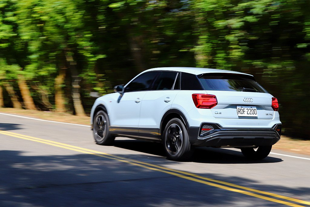 Audi Q2車重僅1.333kg,契合S-tronic七速自手排變速系統,使1...