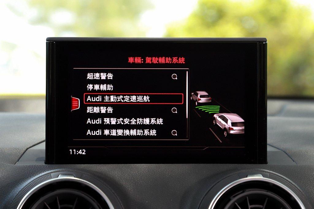 Audi Q2將ACC主動式定速巡航控制與前方預警式安全防護系統列為全車型標配,...