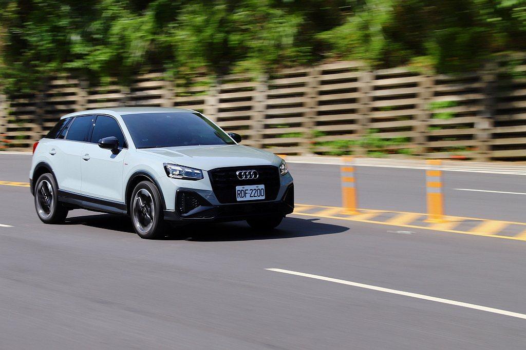 這套Audi active lane assist主動式車道維持及偏離警示系統,...