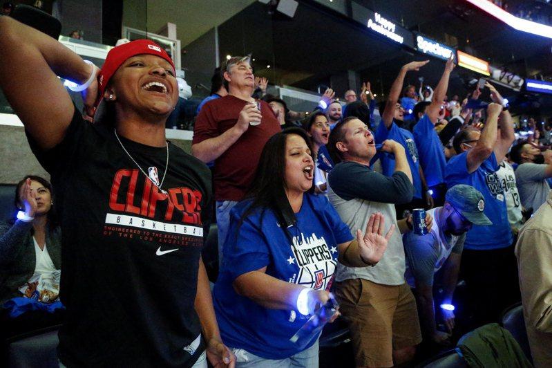 泰隆魯向洛城所有球迷喊話,不論支持湖人或快艇都一起為洛杉磯這座城市加油。 歐新社