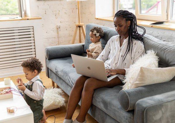 要應付兩個孩子的家長壓力又更加巨大。 圖/pexels