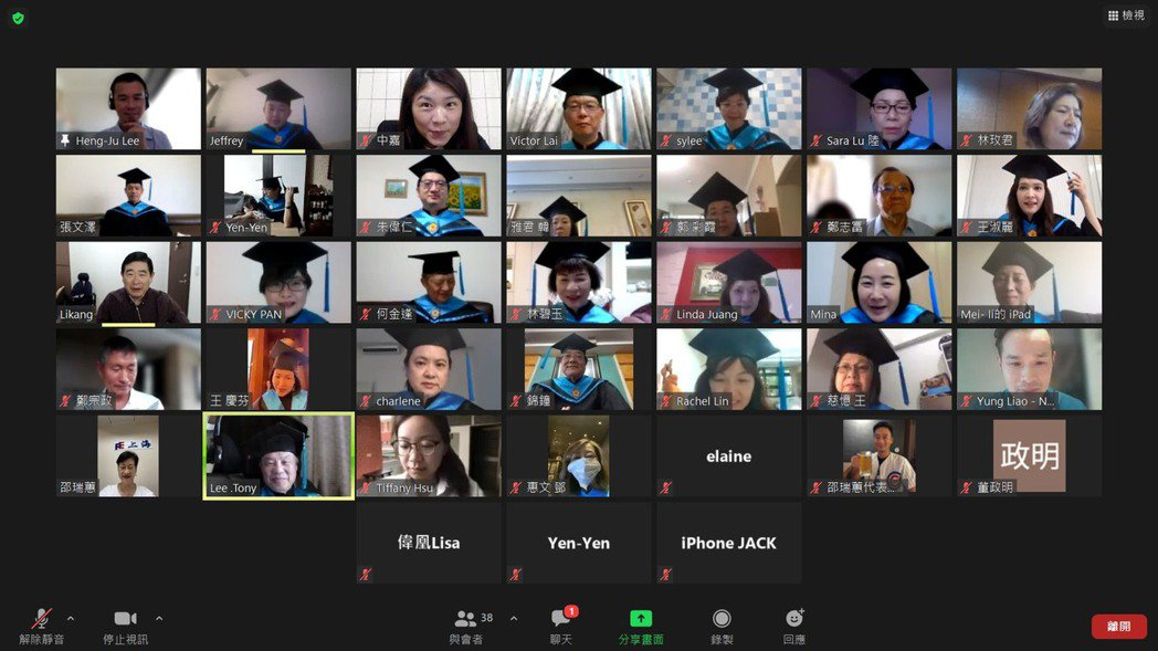 台灣師範大學今天舉辦線上畢典,校長吳正己表示,疫情改變了畢典祝福的方式,但大家的...