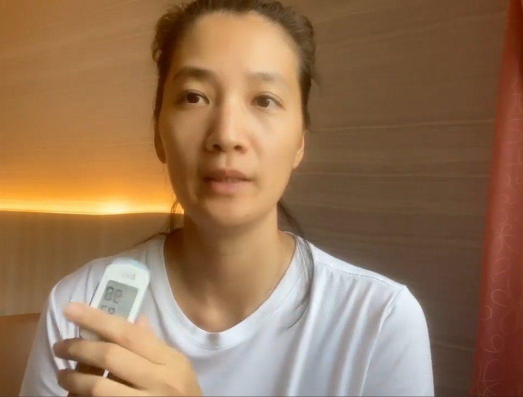 李培禎秀出血氧機。圖/摘自臉書