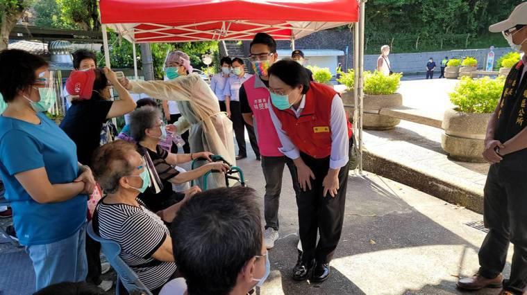 基隆今起80歲以上長者開打,林右昌說2分打好有關鍵因素。圖/基隆市政府提供