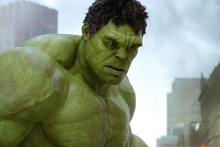 在「復仇者聯盟」元老成員中,高智商科學家布魯斯班納會在盛怒下變身粗暴綠巨人浩克,讓觀眾印象極深。而在美國,此角最早是在電視影片「浩克綠巨人」中被觀眾熟知,當初劇組用了兩位分飾變身前的布魯斯與變身後的...