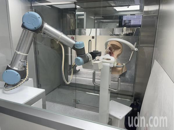 台積電不久前出資在南科設置新式人員「無接觸採檢站」。記者周宗禎/攝影
