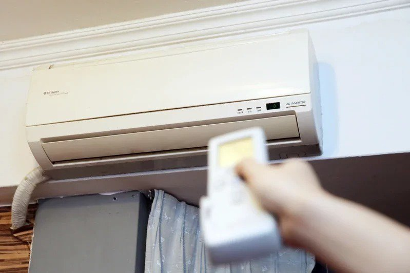 炎炎夏日到來,加上防疫期間居家時間拉長,不少人都擔心長時間開冷氣導致電費爆表。示意圖/報系資料照片
