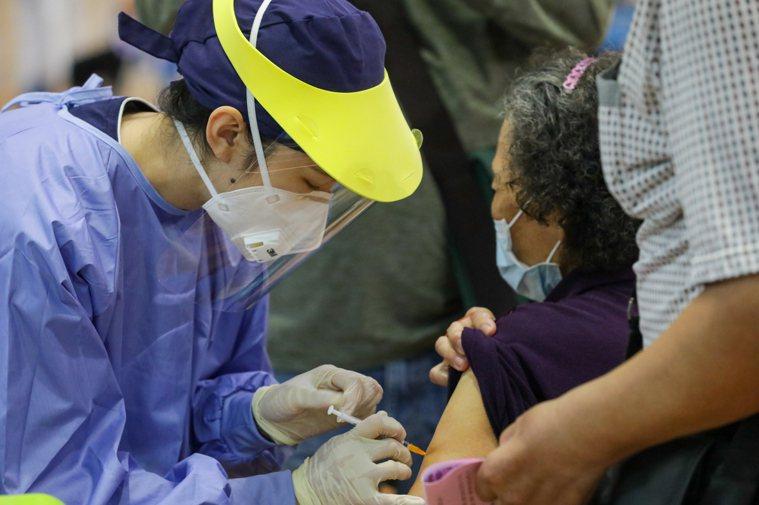 台中市清水國中快打站接種疫情況。圖/台中市政府提供