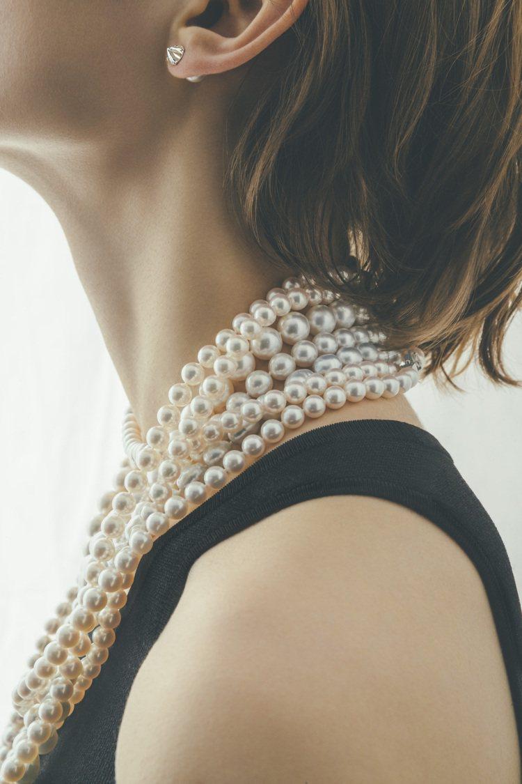 珍珠的光澤柔美和煦,正是令人心醉的魅力之處。圖 / TASAKI提供。