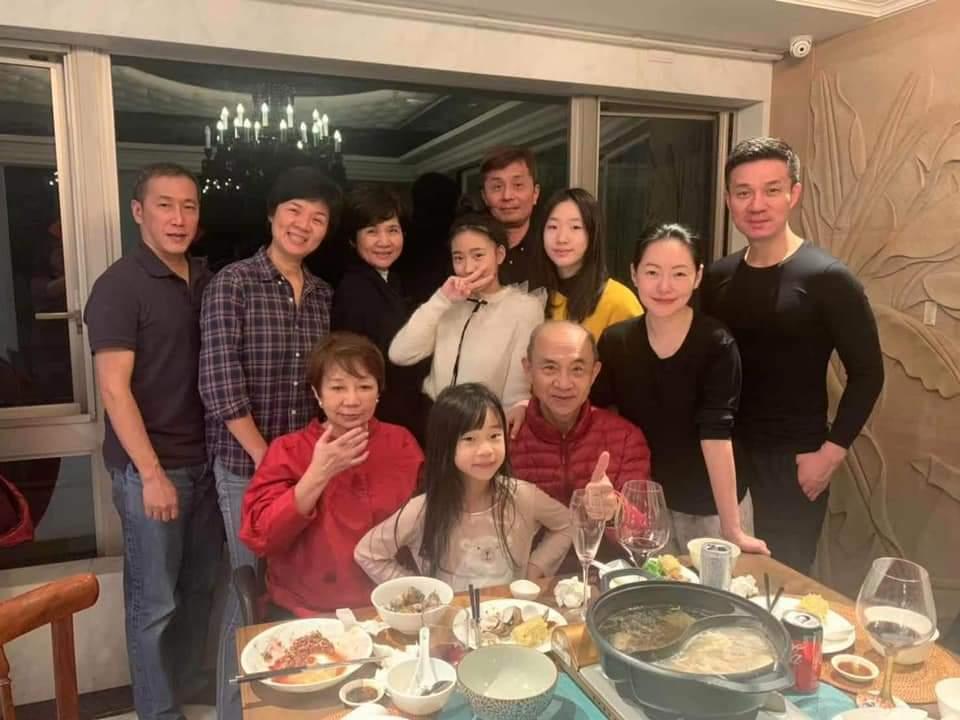 小S和夫家人相處融洽。圖/摘自臉書