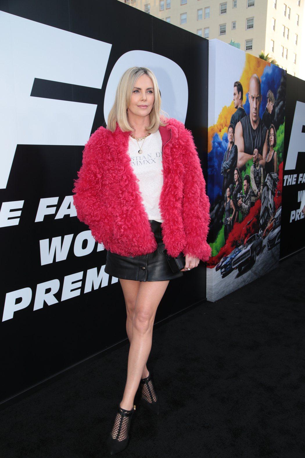 莎莉賽隆亮麗出席「玩命關頭9」好萊塢首映會。圖/UIP提供