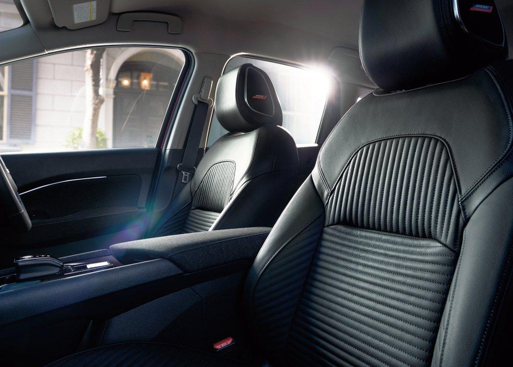 零重力座椅加上BOSE音響,打造最舒適的車艙環境。 摘自Nissan.jp