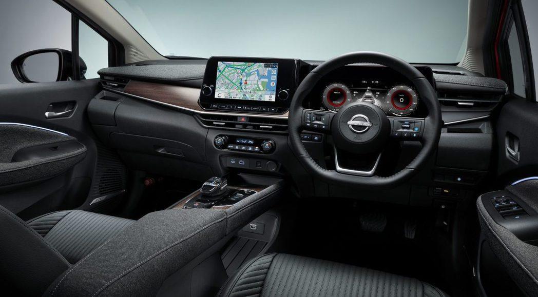 AURA在內裝用料與質感大幅提升至大型房車等級。 摘自Nissan.jp