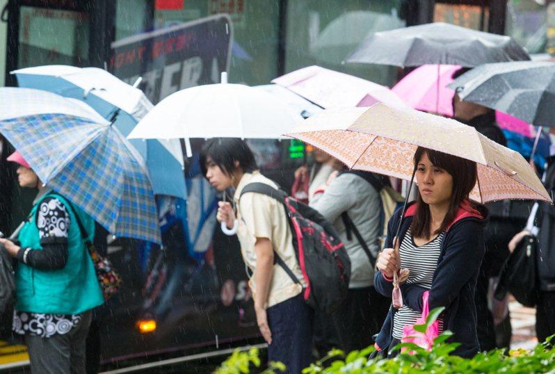 大雨示意圖,非文中當事人。 聯合報系資料照片/記者鄭清元攝影